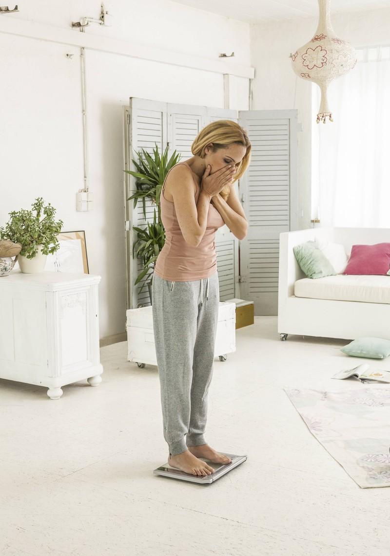 Frau leidet unter Gwichtszunahme