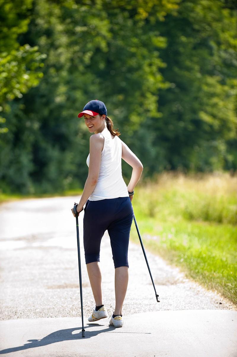 Walken ist als Sportart für alte Leute bekannt, doch ist zum Abnehmen ideal.