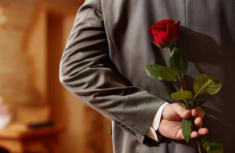 Der Bachelor, der am Ende einer Kandidatin die letzte Rose gibt