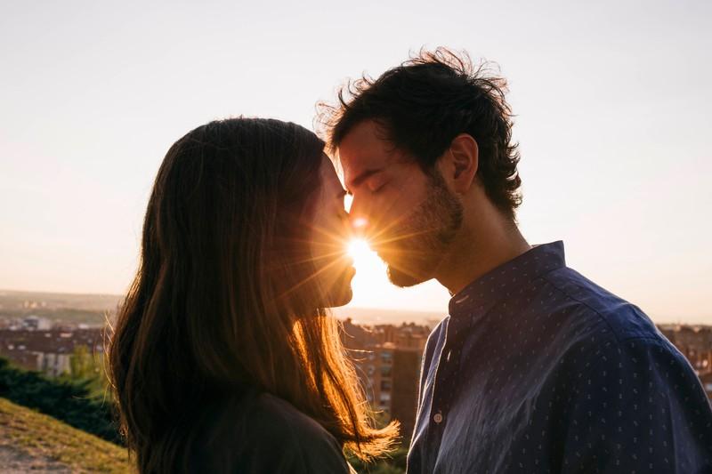 Wenn ein Mann der Frau seine Liebe zeigt und ihr diese gesteht, dann könnte sie die Richtige für ihn sein