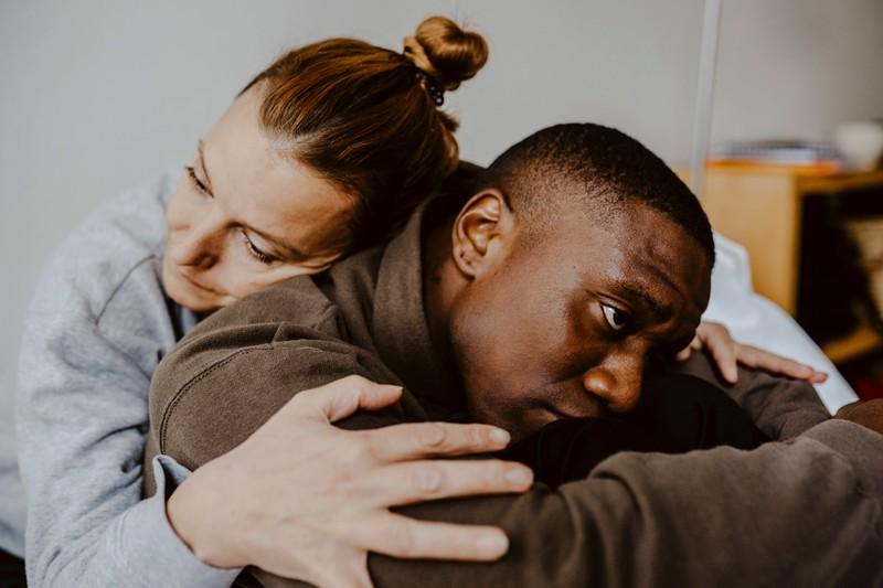 Wenn ein Mann über seine Gefühle mit der Partnerin spricht, ist das ein gutes indiz dafür, dass sie die Richtige ist