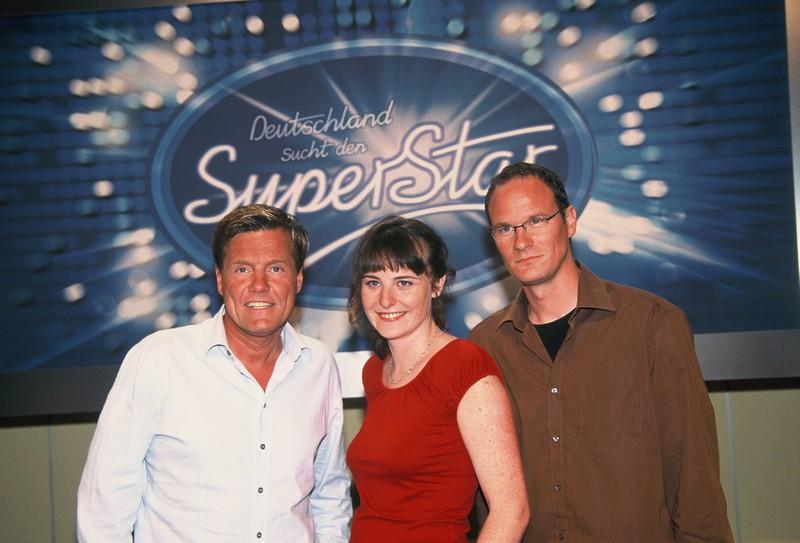 Dieter Bohlen, l-r, Shona Fraser und Thomas Bug posieren vor dem DSDS Logo Deutschland sucht den SuperStar