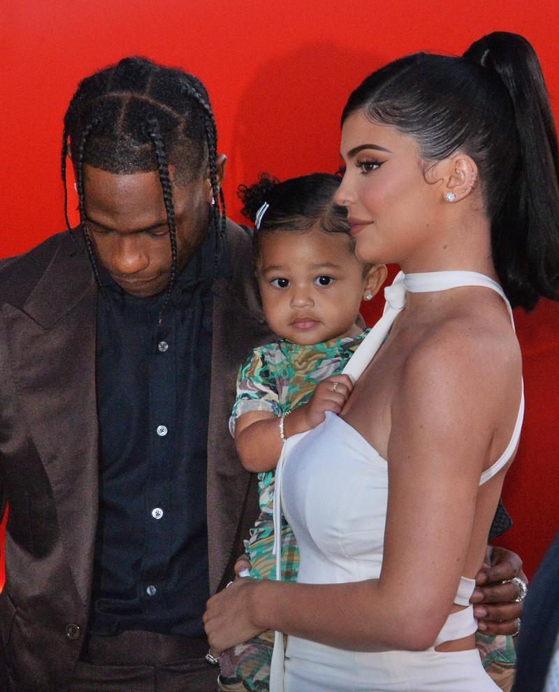 Kylie Jenners Tochter Stormi wird ihr immer ähnlicher.