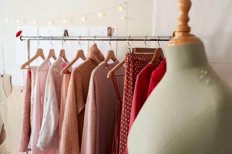 Eine Bluse ist DER Klassiker im Kleiderschrank. Gut kombiniert, kann sie bei  jedem Tragen anders wirken.