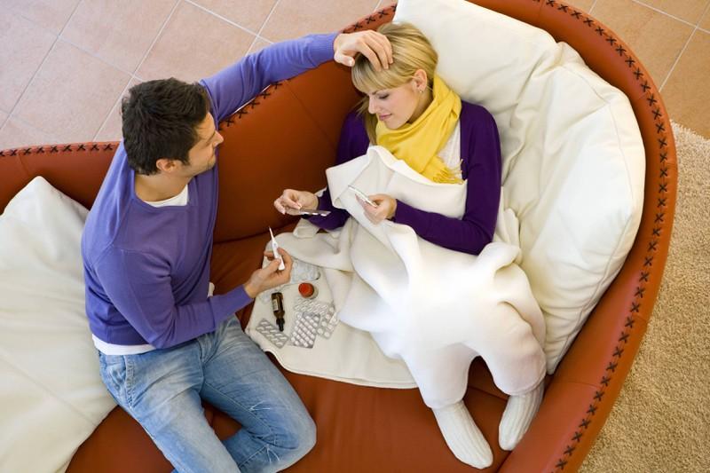 Ein Partner, der sich um seine Freundin kümmert, wenn sie krank ist, wird sich auch um die zukünftigen Kinder bei Krankheit kümmern.