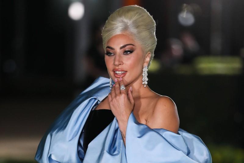 Lady Gaga fällt immer wieder durch ihre auffälligen Looks auf.