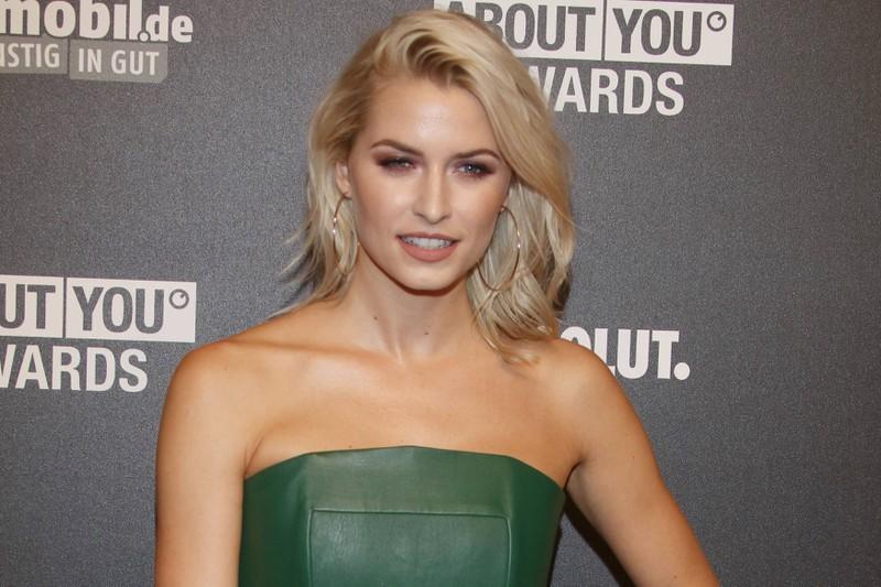 Lena Gercke steht der starke Make-up-Look ebenso gut wie ihr natürliches Aussehen.